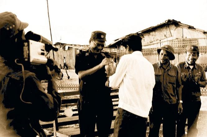 Chiến sỹ Trường Sa tặng Đại tướng con mòng biển