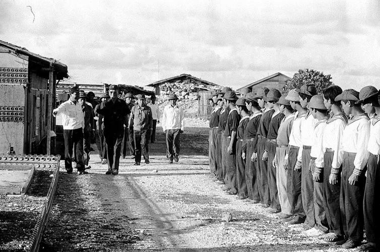 Đại tướng Lê Đức Anh thị sát Trường Sa 5/1988