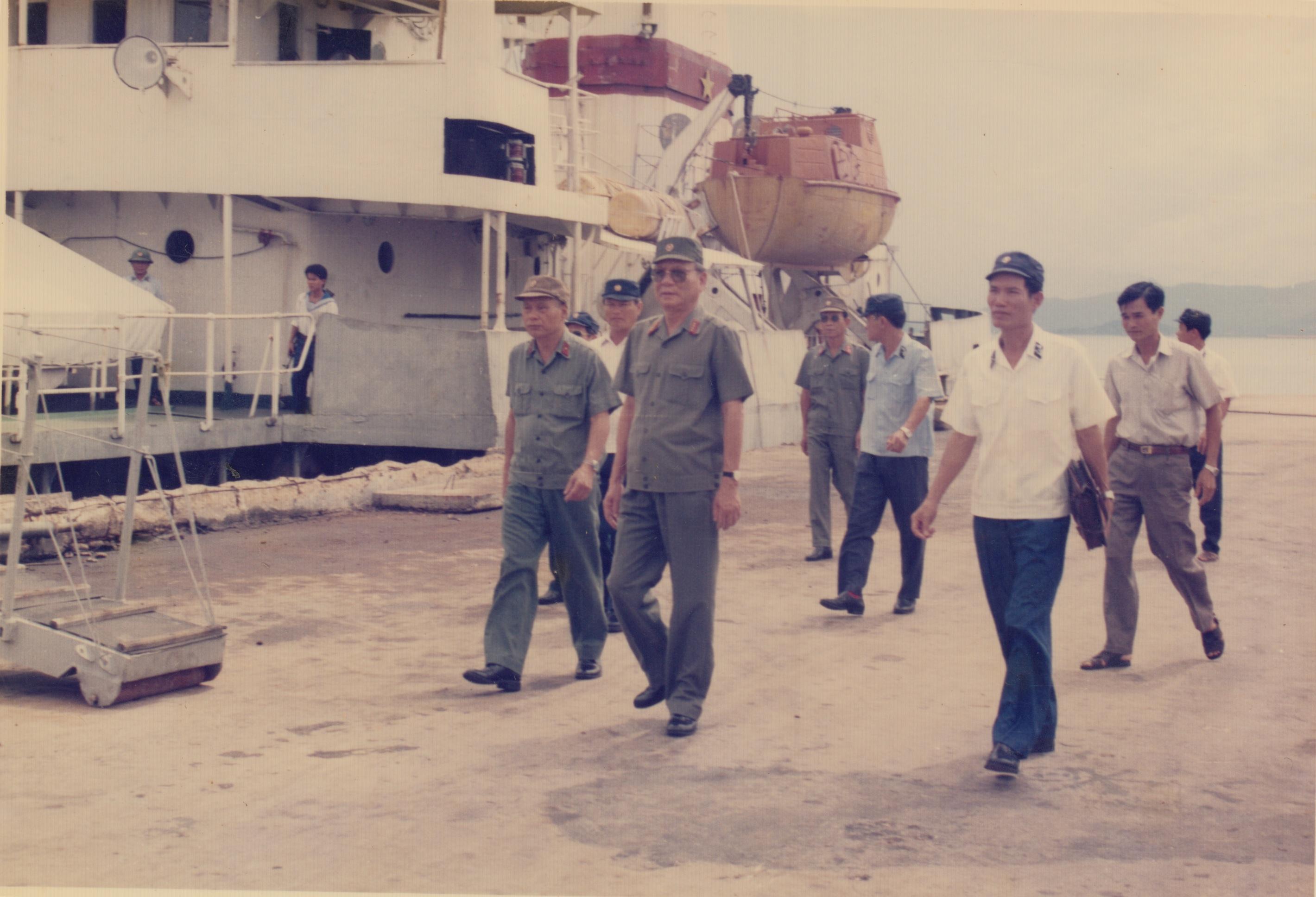 Đại tướng Lê Đức Anh thăm Vùng 4 Hải quân năm 1987