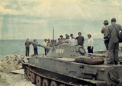 Đại tướng Lê Đức Anh thị sát Trường Sa tháng 5/1988
