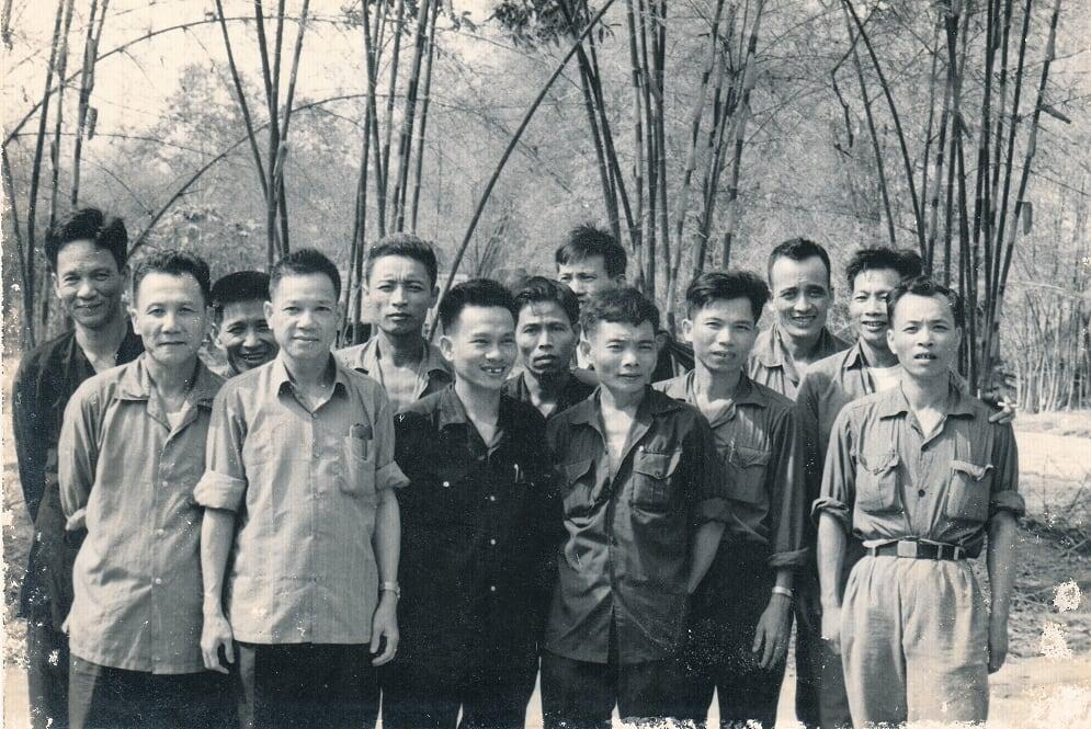 Các đồng chí Lê Đức Anh - Hoàng Văn Thái - Lê Văn Tưởng chụp tại R