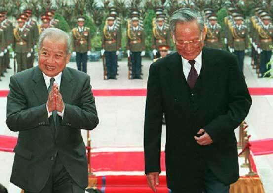 Chủ tịch nước Lê Đức Anh tiếp đón Quốc vương Campuchia Norodom Sihanouk tại Phủ Chủ tịch tháng 12/1995