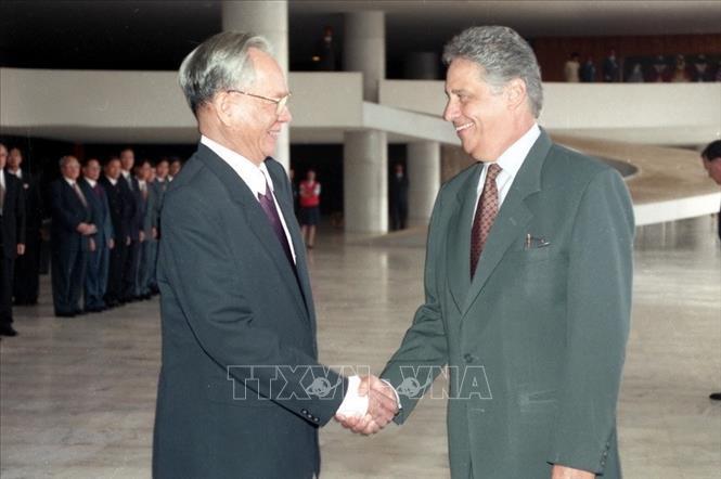 Tổng thống Brazil Fernando Henrique Cardoso đón Chủ tịch nước Lê Đức Anh thăm chính thức Brazil (10/1995). Ảnh: Cao Phong/TTXVN