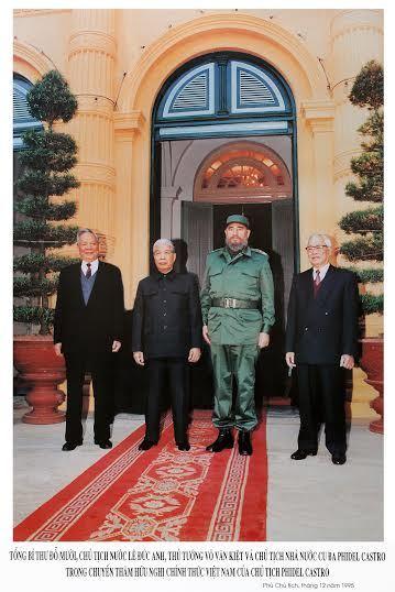 Đại tướng, Chủ tịch nước Lê Đức Anh cùng Tổng bí thư Đỗ Mười, Thủ tướng Võ Văn Kiệt đón Chủ tịch Cuba Fidel Castro tháng 12/1995.Ảnh: Nguyễn Bắc Son