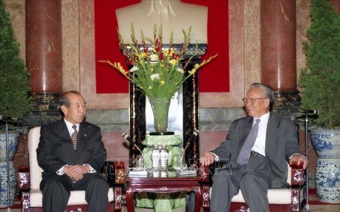 Chủ tịch nước Lê Đức Anh tiếp Chủ tịch Quốc hội Hàn Quốc Kim Soo-han tại Phủ Chủ tịch sáng 27/8/1996 khi ông Kim Soo-han có chuyến thăm chính thức Việt Nam. Ảnh: Xuân Tuân/TTXVN.