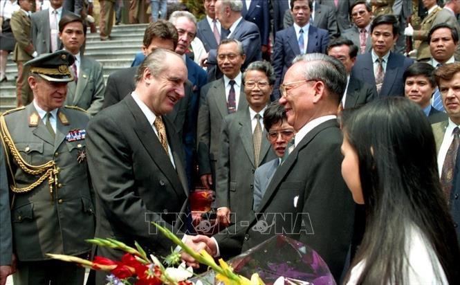 Chủ tịch nước Lê Đức Anh tiếp Tổng thống Cộng hòa Áo Thomas Klestil, sáng 28/4/1995, tại Phủ Chủ tịch. Ảnh: Cao Phong/TTXVN