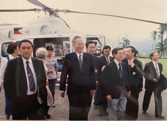 Chủ tịch nước Lê Đức Anh thăm thành phố Subic,Philippines (tháng 11-1995).Ảnh do tác giả cung cấp