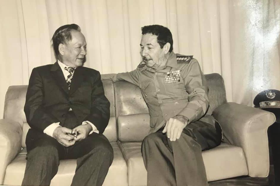 Bộ trưởng Bộ Quốc phòng, Đại tướng Lê Đức Anh gặp đồng chí Raul Castro tại Cuba năm 1990. Ảnh: VGP/Chi Phan