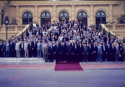 Các đồng chí: Lê Đức Anh, Đỗ Mười, Võ Văn Kiệt chụp với lãnh đạo sau lễ trao Huân chương Sao vàng cho 3 cố vấn 29.12.1997