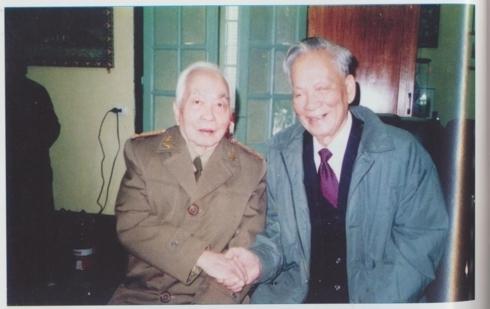 Đại tướng Võ Nguyên Giáp và Đại tướng Lê Đức Anh trong dịp Tết Đinh Sửu 1997