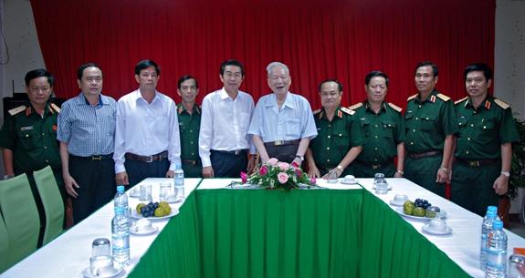 Đại tướng Lê Đức Anh, Nguyên Ủy viên Bộ Chính trị, nguyên Chủ tịch nước,nguyên Bộ trưởng Bộ Quốc phòng,trong một lần họp mặt với các đảng ủy viên Đảng ủy Quân khu 9.