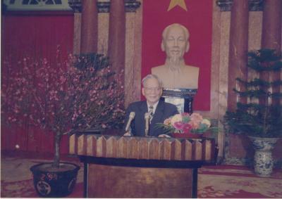 Chủ tịch nước Lê Đức Anh đọc Thư chúc mừng năm mới 1997