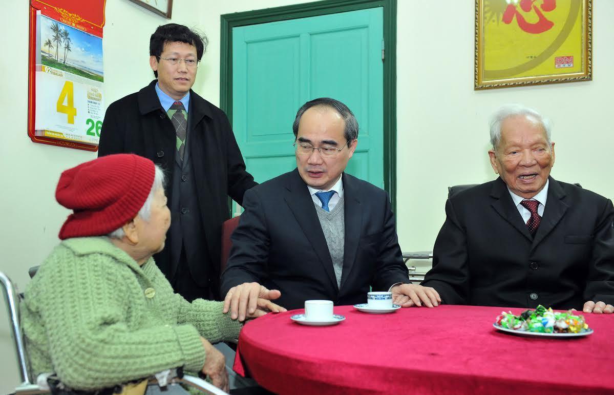 Chủ tịch UB TƯ MTTQ VN Nguyễn Thiện Nhân tới thăm, chúc Tết nguyên Chủ tịch nước, Đại tướng Lê Đức Anh