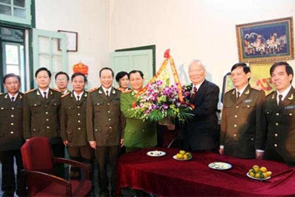 Lãnh đạo Bộ Công an thăm và chúc thọ nguyên Chủ tịch nướcLê Đức Anh năm 2010
