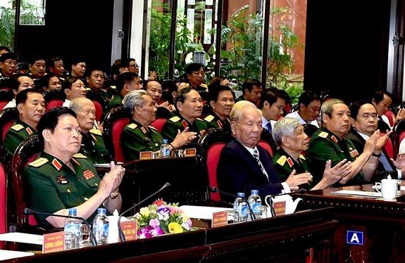Nguyên Chủ tịch nước Lê Đức Anh và nguyên Tổng Bí thư Lê Khả Phiêu cùng các đại biểu tại Lễ kỷ niệm 70 năm Ngày Thương binh-Liệt sĩ (27-7-1947 / 27-7-2017). Ảnh: MINH TRƯỜNG