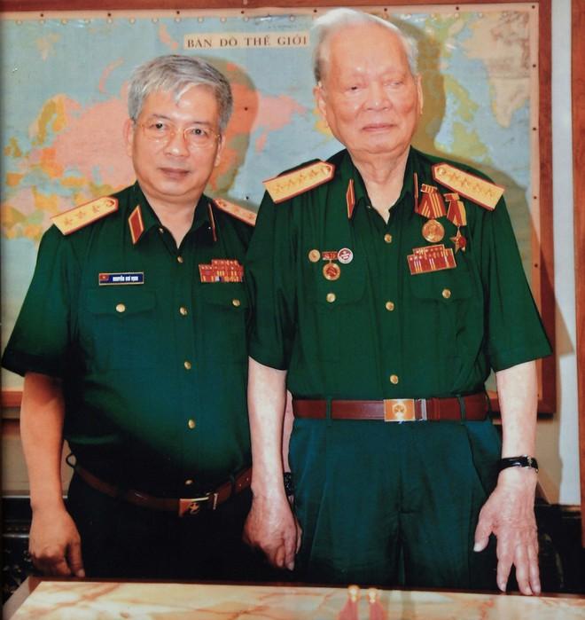 Đại tướng Lê Đức Anh và Thượng tướng Nguyễn Chí Vịnh (ảnh tư liệu)