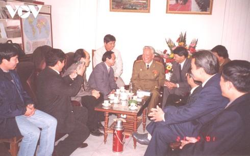Nguyên Chủ tịch nước Lê Đức Anh trong một lần trò chuyện với các phóng viên tại nhà riêng.