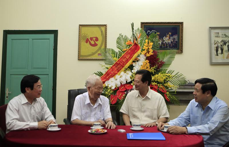 Thủ tướng Chính phủ Nguyễn Tấn Dũng thăm Đại tướng Lê Đức Anh
