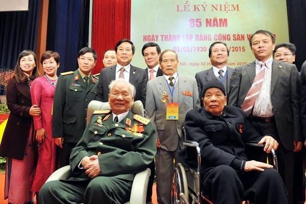 Ngày 2/2/2015, nguyên Tổng Bí thư Đỗ Mười cùng nguyên Chủ tịch nước Lê Đức Anh đến dự lễ kỷ niệm 85 năm thành lập Đảng tại Hà Nội. Ảnh: Thuỷ Ngọc