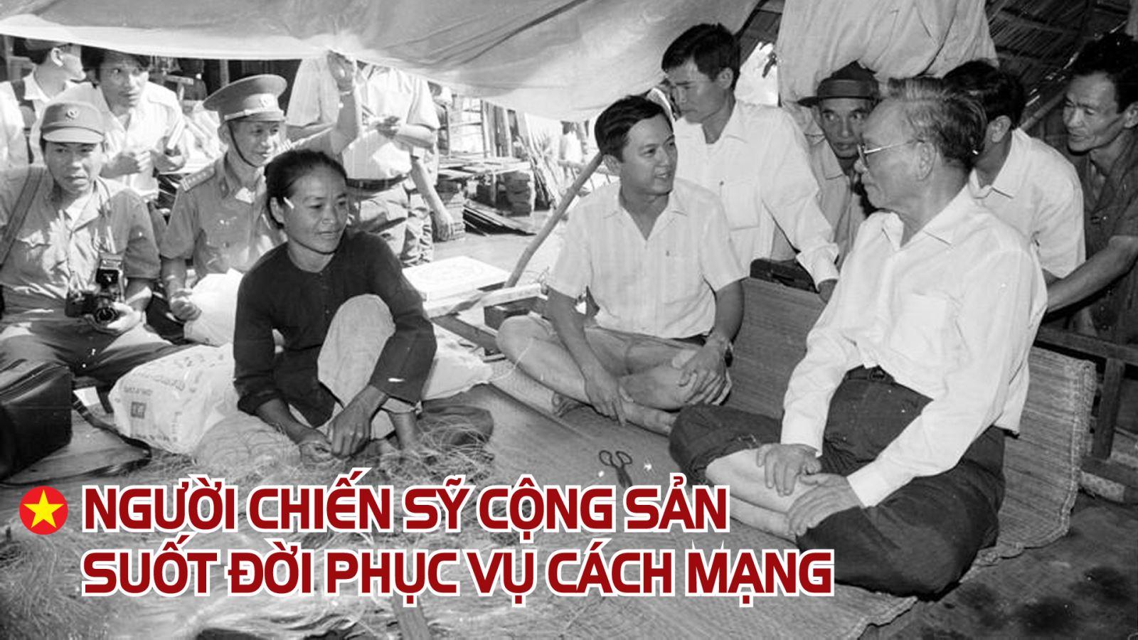 Chủ tịch nước Lê Đức Anh thăm và tặng quà hộ gia đình bị thiệt hại do lũ lụt tại ấp Mỹ Thạnh, xã Mỹ Hòa Hưng, An Giang (1994).