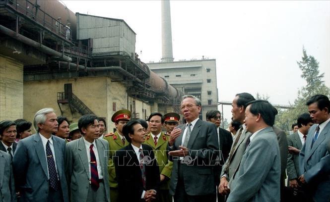 Chủ tịch nước Lê Đức Anh thăm công ty Xi măng Bỉm Sơn (Thanh Hóa), ngày 29/12/1994