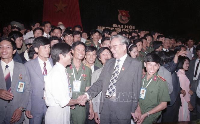 Chủ tịch nước Lê Đức Anh với các đại biểu dự Đại hội Đoàn Thanh niên Cộng sản Hồ Chí Minh lần thứ 6, tháng 10/1992, tại Hà Nội