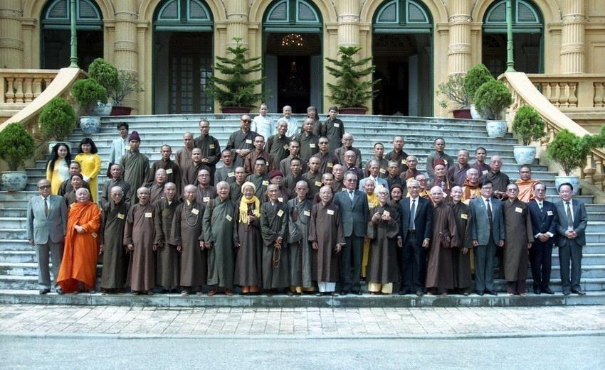 Chủ tịch nước Lê Đức Anh và Thủ tướng Võ Văn Kiệt tiếp Đoàn đại biểu Hội đồng Chứng minh và Hội đồng Trị sự Trung ương Giáo hội Phật giáo Việt Nam, ngày 5/11/1992, tại Phủ Chủ tịch. (Ảnh: Cao Phong/TTXVN)