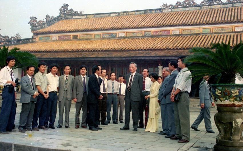 Trong ảnh: Chủ tịch nước Lê Đức Anh tham quan Điện Thái Hòa (Huế), tháng 3/1995. (Ảnh: Cao Phong/TTXVN)