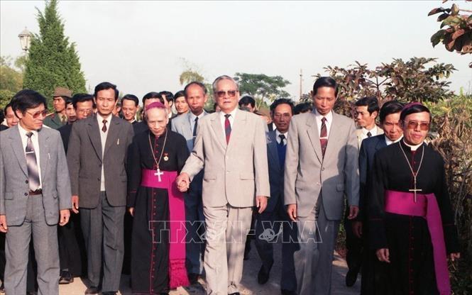 Chủ tịch nước Lê Đức Anh thăm nhà thờ Phát Diệm (Ninh Bình), tháng 1/1994