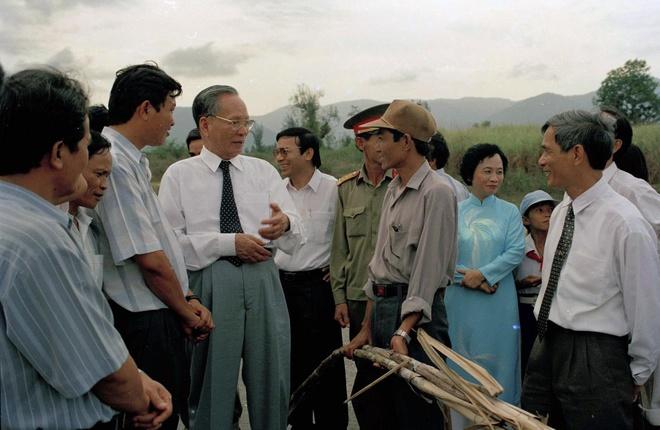 Ngày 30/4/1996, Chủ tịch nước thăm hỏi đồng bào vùng chuyên canh mía phục vụ Nhà máy đường Ninh Hòa có công suất 100 tấn đường/ngày.