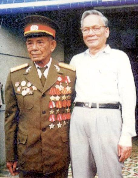 Đại tướng, Chủ tịch nước Lê Đức Anh trong lần thăm Đại tá Trần Công An (Hai Cà), Anh hùng lực lượng vũ trang nhân dân, nguyên Phó tư lệnh Mặt trận Biên Hòa trong cuộc Tổng tiến công và nổi dậy Xuân Mậu Thân 1968
