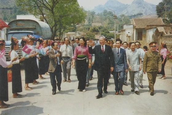 Chủ tịch nước, Đại tướng Lê Đức Anh thăm và làm việctại tỉnh Sơn La, ngày 21-3-1996