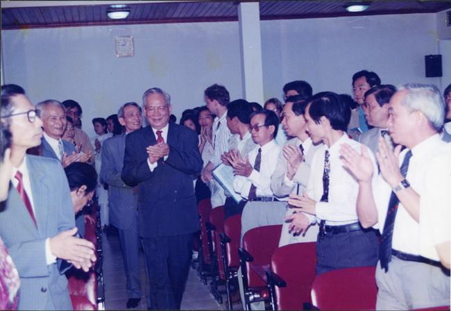 Chủ tịch nước Lê Đức Anh đến thăm TTXVN nhân dịp kỷ niệm 50 năm ngày thành lập ngành, tháng 9/1995