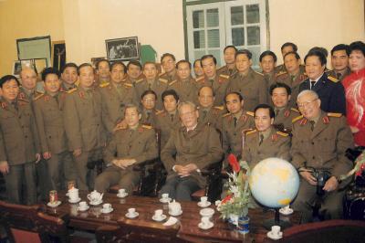 Gặp mặt cán bộ quân đội về dự lớp học tập nghị quyết